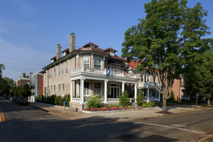 Maury Place at Monument